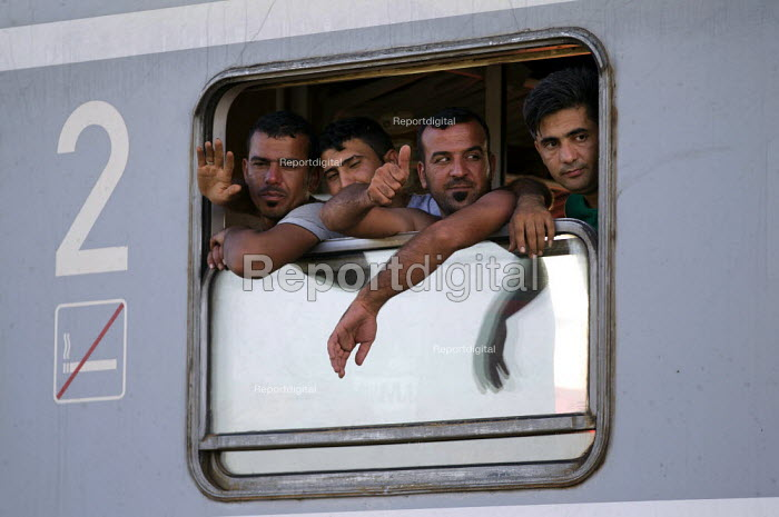 Refugees from Opatovak refugee camp onboard a train leaving Tovarnik railway station to an unknown destination. Croatia. - Jess Hurd - 2015-09-23