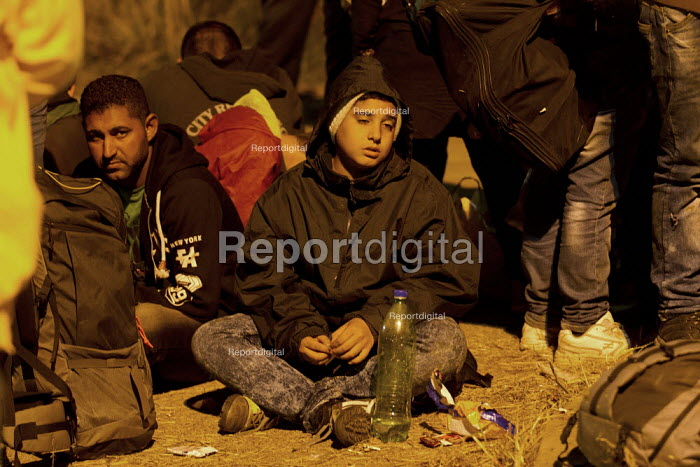 Exhausted refugees wait to access the overcrowded Opatovac refugee camp. Croatia. - Jess Hurd - 2015-09-22