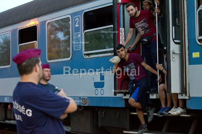 Refugees from the Beremend, Hungarian border crossing are put on trains at Magyarboly, to an unknown location. Hungary. - Jess Hurd - 2015-09-19
