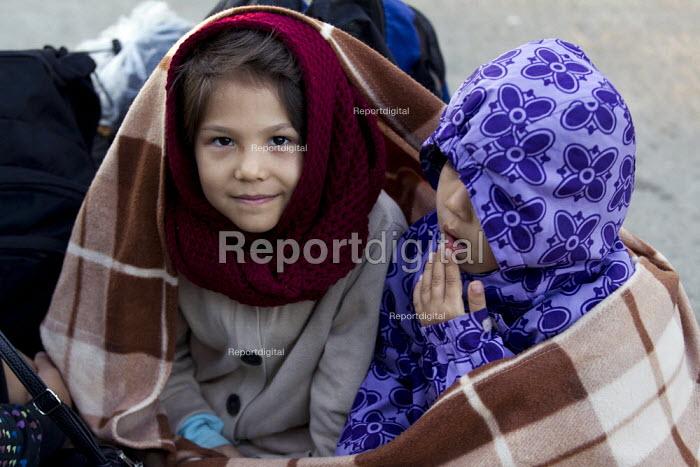 Thousands of refugees wait at the Tovarnik, Croatia border crossing. Serbia. - Jess Hurd - 2015-09-21