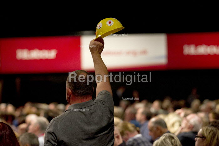UCATT delegate trying to speak in the debate, Labour Party Conference Brighton. - Jess Hurd - 2015-09-30