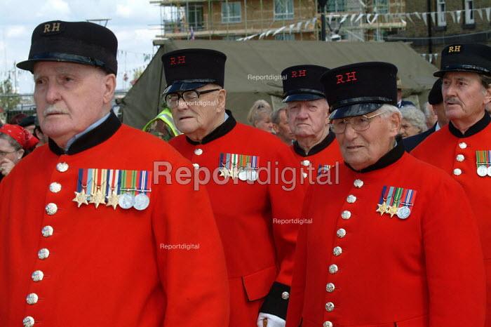 Chelsea Pensioners, Woolwich Arsenal, London, UK - James Jenkins - 2003-09-13