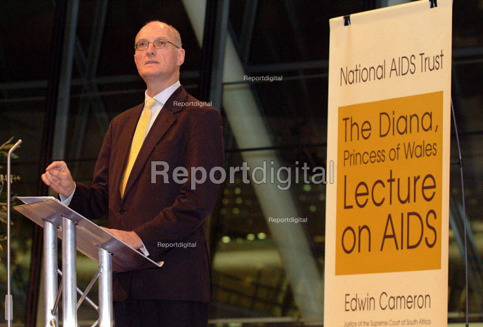Edwin Cameron (HIV positive human rights lawyer & Justice of the Supreme Court of South Africa) speaking at the Diana, Princess of Wales Memorial Lecture on AIDS, City Hall, London. - James Jenkins - 2003-12-01