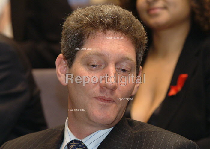 Nick Partridge (Chief Executive of The Terence Higgins Trust) at the World AIDS Day Diana Princess of Wales Memorial Lecture, City Hall, London. - James Jenkins - 2003-12-01