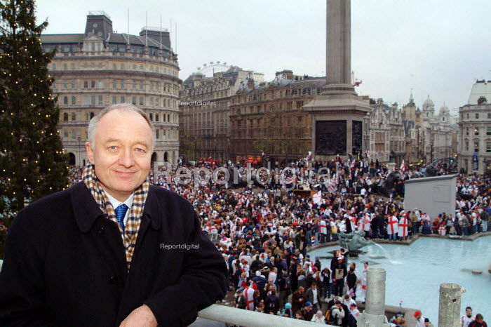 Ken Livingstone, Mayor of London, at the Rugby World Cup Champions England' London Victory Parade, Trafalgar Square, London. - James Jenkins - 2003-12-08