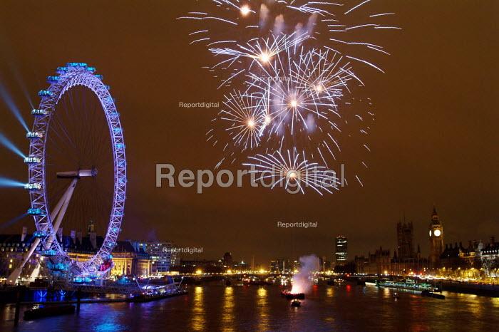 New Years Eve fireworks, London Eye, London. - James Jenkins - 2004-01-01