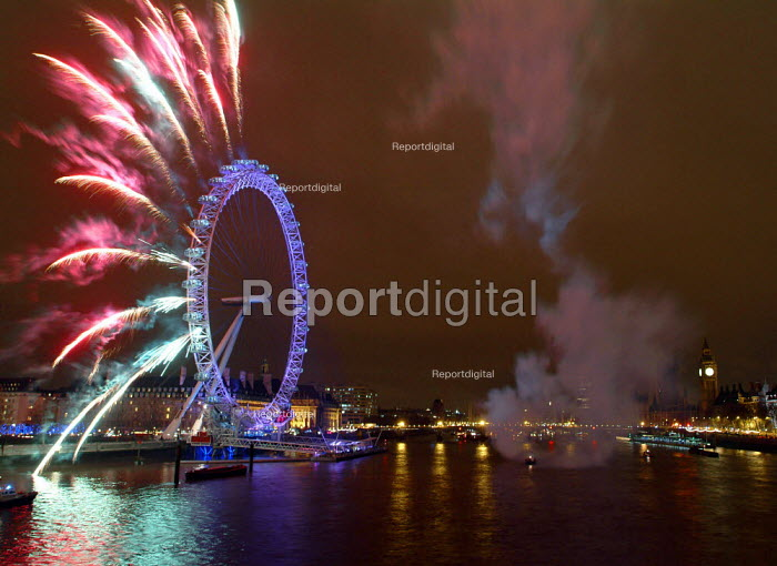 Fireworks at London Eye, New Years Eve, London. - James Jenkins - 2004-01-01
