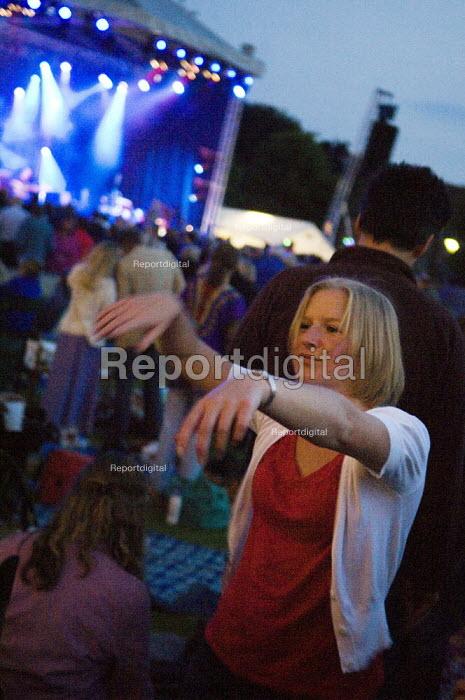 Young woman dancing, enjoying live music at an open air festival. - Paul Carter - 2008-06-07