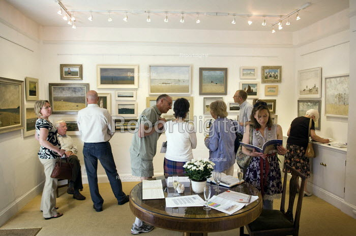 Visitors to an art gallery. - Paul Carter - 2008-06-08