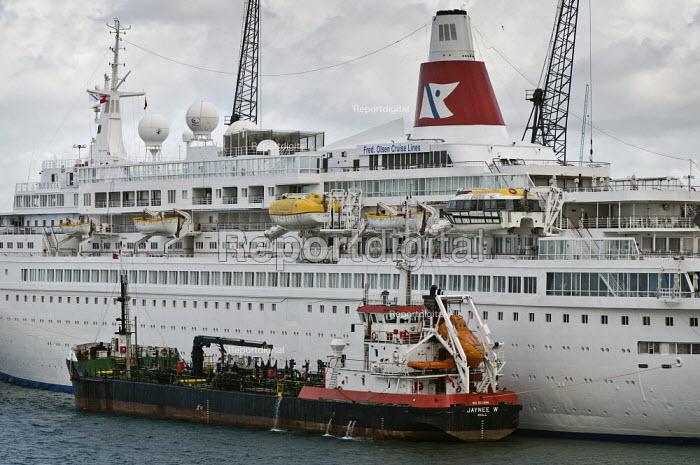 Cruise ship, Boudicca, Fred Olsen Line being bunkered by Jaynee W. Southampton Docks. - Paul Carter - 2009-05-03