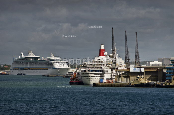 Cruise ships, Voyager of the Seas and Boudicca (Fred Olsen Line). Southampton Docks. Association of British Ports ABP - Paul Carter - 2009-05-03