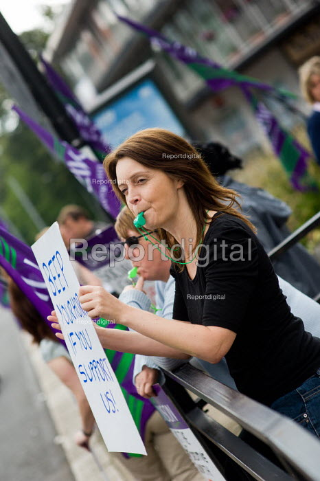 Social workers (members of Unison) of Southampton Social Services picket. They are on strike for a week to protest about newly enforced contracts giving them less pay and poorer conditions. Passing motorists beep their horns in support. - Paul Carter - 2011-08-05