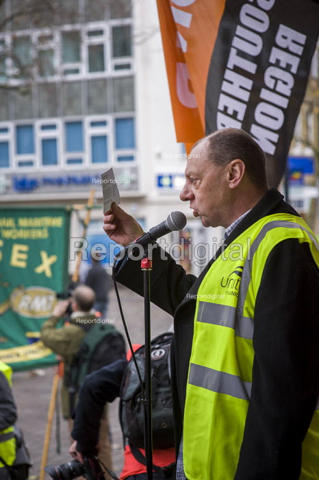 Ian Waddell Unite speaking at the rally. CSEU protest against closure by BAE Systems of Portsmouth shipyard. - Paul Carter - 2013-12-14