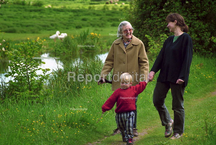 Family enjoying a walk along the banks of the River Itchen. - Paul Carter - 2000-05-21