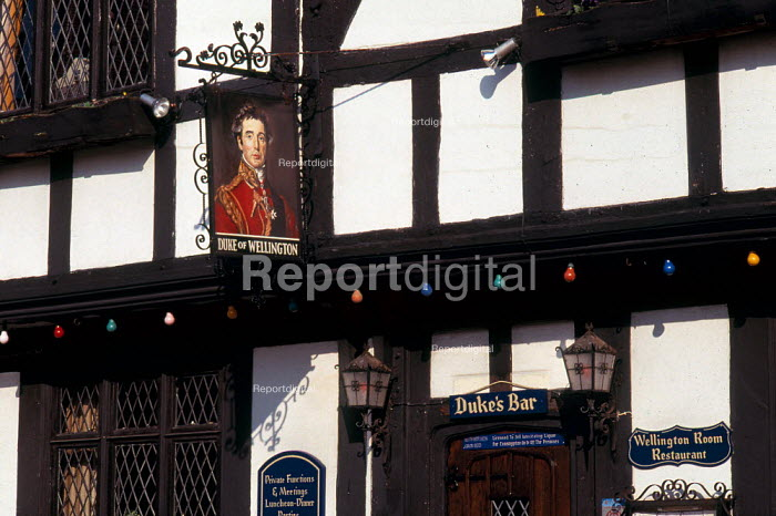 Front of timbered Tudor style pub in Southampton. - Paul Carter - 1998-12-01