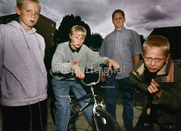 Group of boys on a housing estate. - Paul Carter - 1995-09-01
