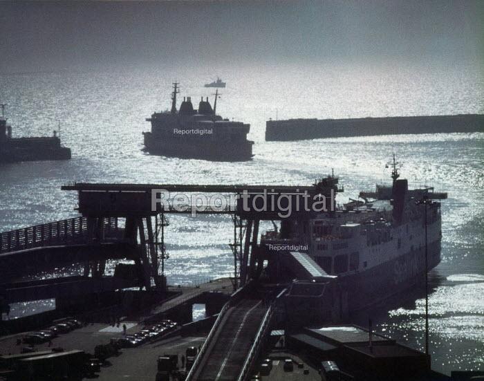 Car ferry leaving Dover port. - Paul Carter - 1997-07-07