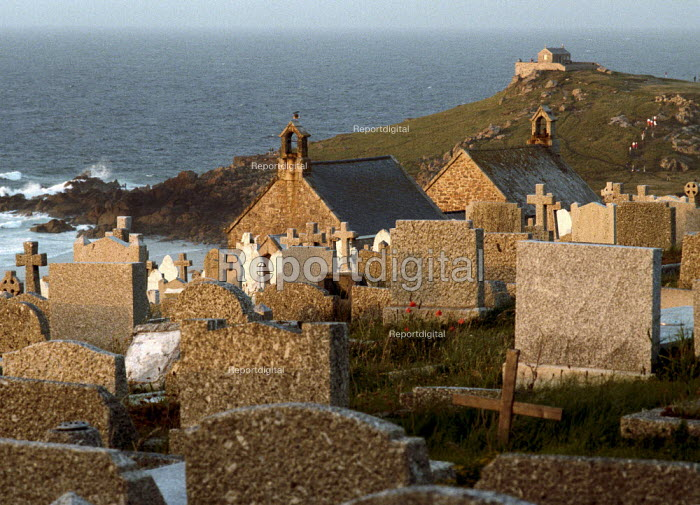 Graveyard next to the sea. North Cornwall. - Paul Carter - 1988-06-01