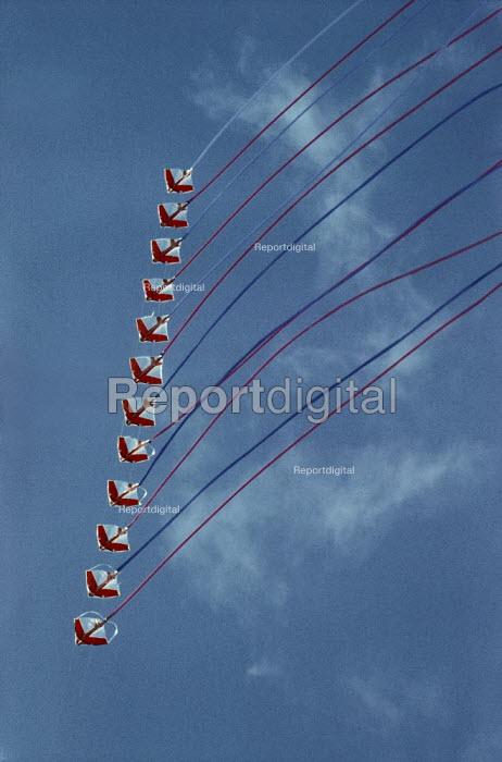 Stunt kite. - Paul Carter - 2002-09-18