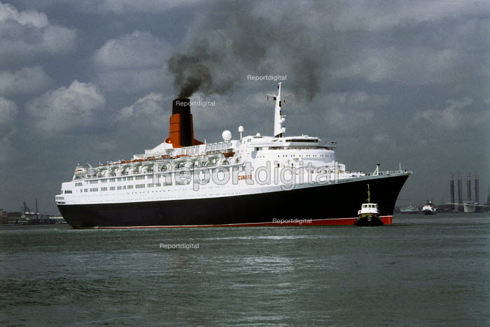 The Cunard cruise liner QE2 being towed from Southampton docks. - Paul Carter - 1989-02-25