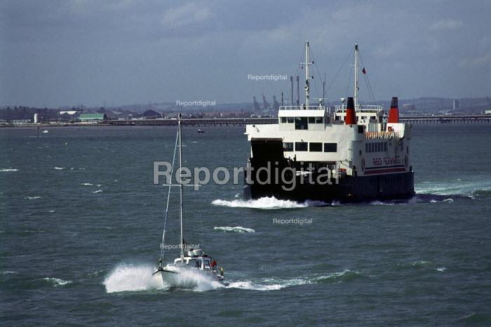 Isle of Wight passenger ferry leaving Southampton. - Paul Carter - 1989-02-25