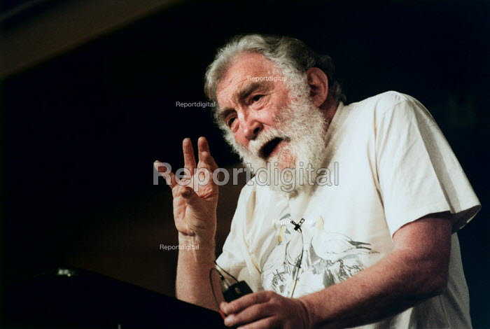Dr David Bellamy giving a lecture. - Paul Carter - 2000-02-05