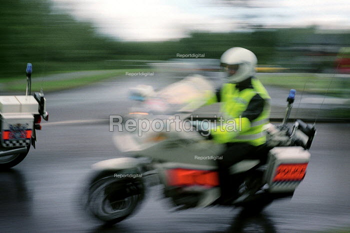 Police motorcycles, Hampshire. - Paul Carter - 1998-05-01