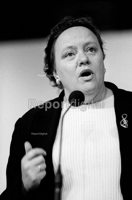 Rt Hon Dr Marjorie Mowlam MP speaking at the Unison annual conference, Bournemouth. - Paul Carter - 1998-05-16
