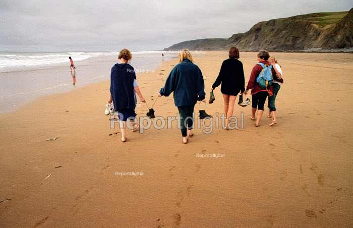 A group of friends and family walking across the beach at Sandymouth near Bude, Cornwall. - Paul Carter - 1993-08-10