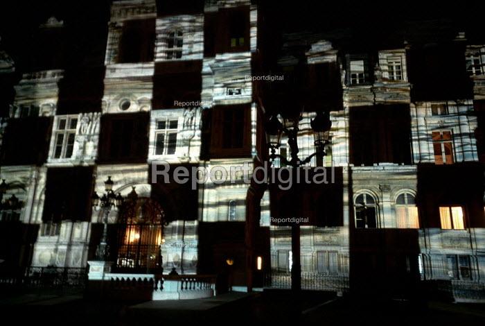 Czech or Hungarian Artists projection on the Hotel de Ville, Paris. - Paul Carter - 2001-09-23