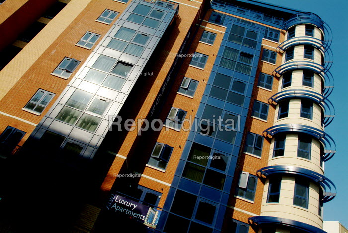 New development of a block of luxury apartments. - Paul Carter - 2003-09-04