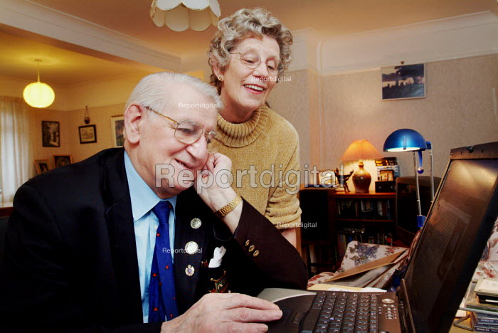 Elderly man and wife using a laptop computer. - Paul Carter - 2003-12-18