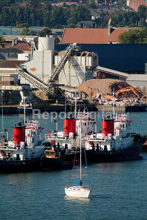 View of an industrial unit and boats. Southampton, Hampshire. - Paul Carter - 2003-09-17
