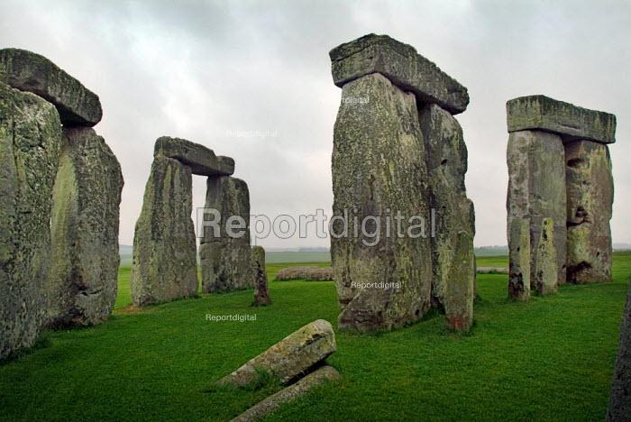 Ancient stone circle Stonehenge on the chalk down of Salisbury Plain, Wiltshire. - Paul Carter - 2003-06-10