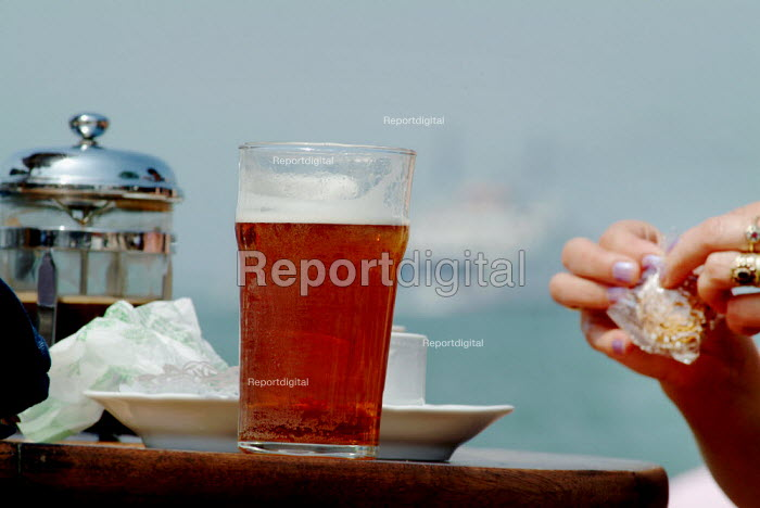 Coffee and beer in a pub garden. - Paul Carter - 2004-07-27