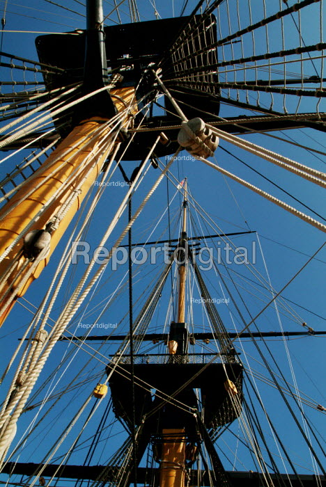 Masts of HMS Victory, Portsmouth. - Paul Carter - 2003-06-13
