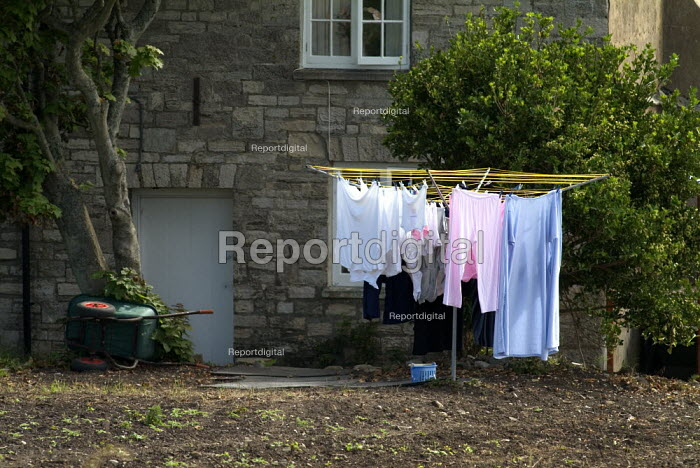 Washing drying on a line in a garden in the village of Purbeck. - Paul Carter - 2004-08-03
