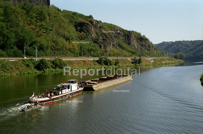 Barge used for transporting aggregates on the Vitava River, North of Prague, Czech Republic - Paul Carter - 2003-08-18