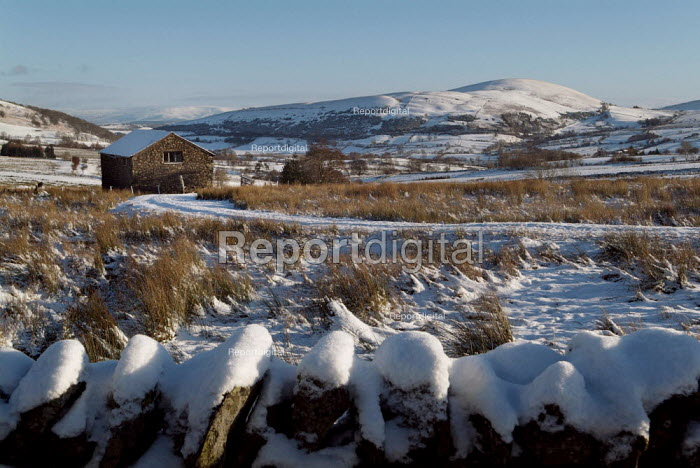 Snow covered farm building. The Lake District. - Paul Carter - 2004-12-26