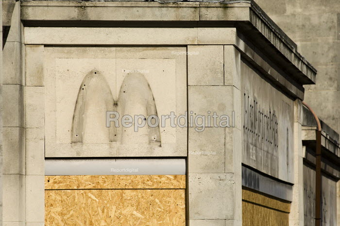 McDonald's Southampton Bargate branch closed on 25 March 2006. The company signs and logos have been removed and the windows boarded up. - Paul Carter - 2006-04-01