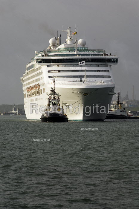 Passenger ship Sea Princess being towed to 38/9 berth with the help of tugs, Southampton Docks. - Paul Carter - 2006-05-20