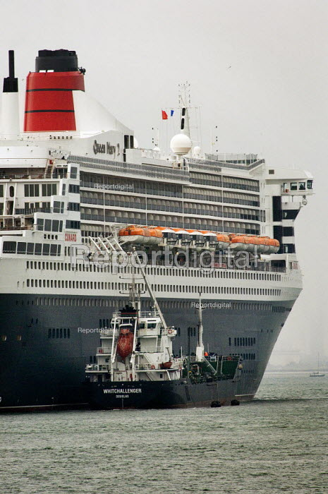 Queen Mary 2 being refuelled (bunkered) by Whitchallenger, Southampton harbour. - Paul Carter - 2006-05-17