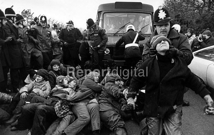 Protesters blockade against cruise missiles, Greenham Common 1982 - John Sturrock - 1982-12-13