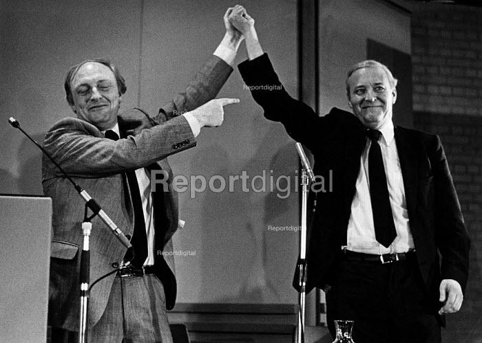 Neil Kinnock and Tony Benn at an evening meeting. - John Sturrock - 1984-02-20
