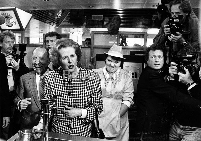 Margaret Thatcher campaiging in May before the 1987 general election. Here with Lord Faste at the South MIMMs services (A1/M25). - John Sturrock - 1987-05-10