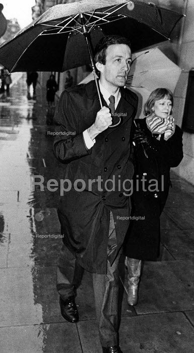 Clive Ponting, MOD civil servant on trial at Old Bailey... - John Sturrock, JS09AR053.jpg