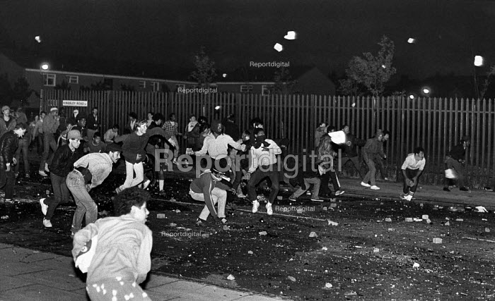 Toxteth Riot on Kingsley Rd, rioters advancing onto Upper Parliament St, in Liverpool. - John Sturrock - 1981-07-06