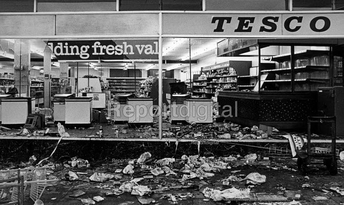 Looted Tesco supermarket, Toxteth riots, Liverpool - John Sturrock - 1981-07-06