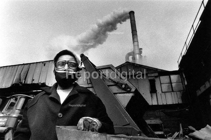 An asian woman foundry worker, Smethwick, West Midlands, 1989 - John Sturrock - 1989-06-01