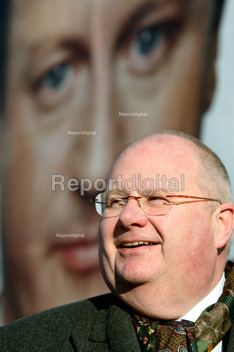 Eric Pickles, Conservative Party Chairman, posing for... - Justin Tallis, JT1001009.JPG
